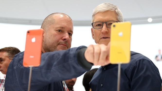 Jony Ive và Tim Cook - những nhân vật chủ chốt của Apple (ảnh: Getty Images)