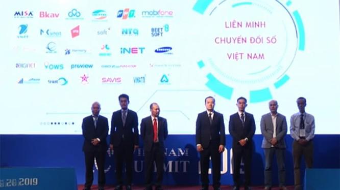 Đại diện các doanh nghiệp lớn tham gia Liên minh Chuyển đổi Số