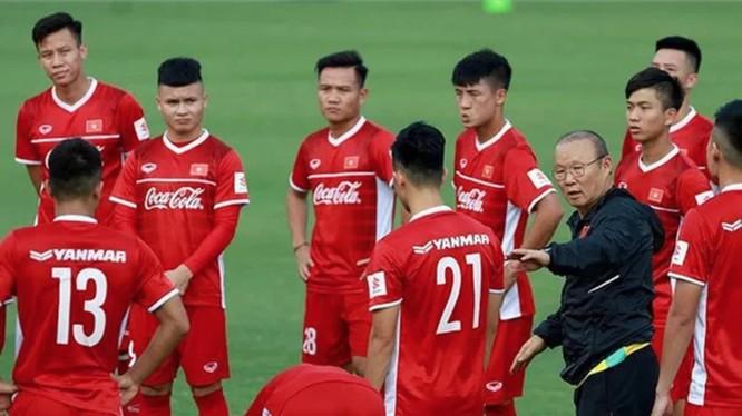 Dù rất muốn cho các học trò được nghỉ ngơi nhưng vị chiến lược gia người Hàn Quốc cũng không có quá nhiều sự lựa chọn (ảnh Fox Sport).