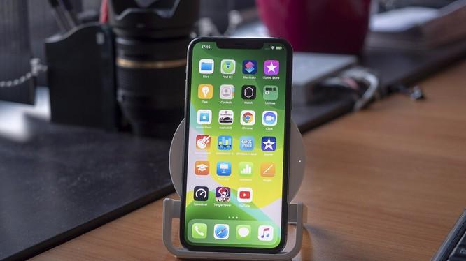 Thừ nghiệm sạc không dây iPhone 11 Pro Max (ảnh: Phone Arena)