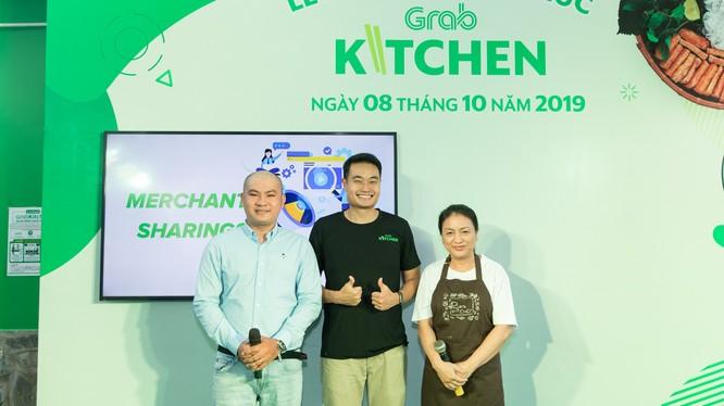 ông Jerry Lim, Giám đốc Grab Việt Nam (đứng giữa) tại lễ ra mắt Grab Kitchen