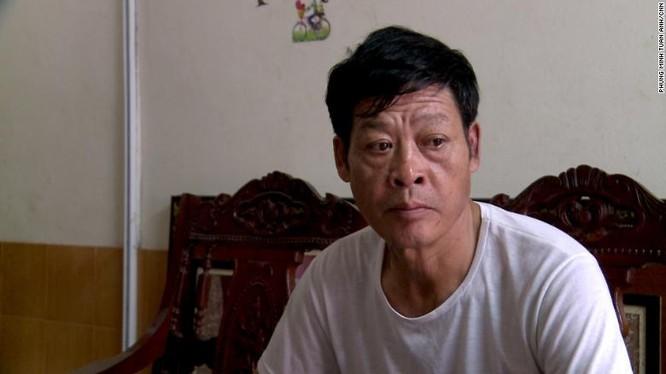 Ông Phạm Văn Thìn cho biết gia đình mình đã trả cho những kẻ môi giới lao động 40.000 USD để con gái được sang Anh (ảnh CNN)