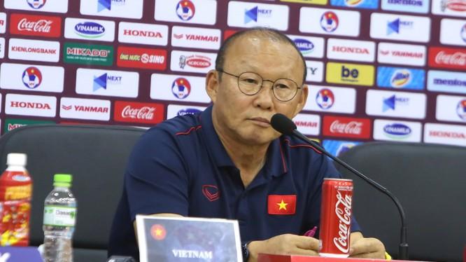 Ông Park Hang-seo trả lời họp báo (ảnh: thethao247)