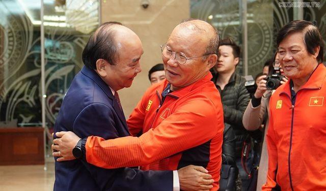 Thủ tướng khen ngợi HLV Park Hang-seo (ảnh: báo Chính phủ)