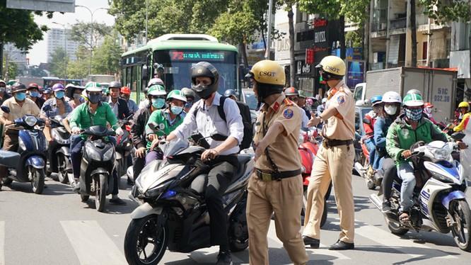 Người vi phạm giao thông có thể nộp phạt trực tuyến (ảnh VnExpress)