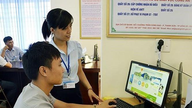 Dịch vụ công trực tuyến giúp người dân có thể tránh những nơi đông người để phòng dịch Covid-19