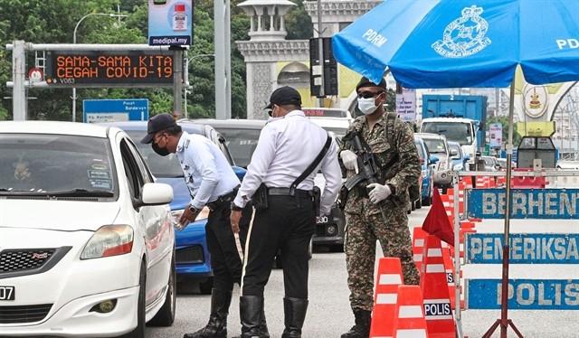 Malaysia đang triển khai xét nghiệm nhanh virus Corona (ảnh Vietnam News)
