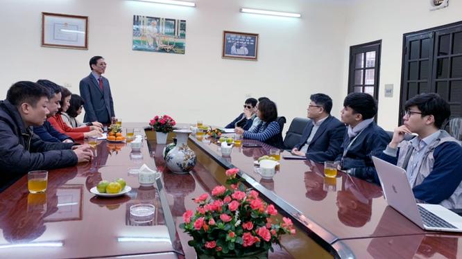 Ông Phạm Viết Thu - Chủ tịch Hội người mù Việt Nam chia sẻ với các chuyên gia CNTT trong buổi gặp gỡ