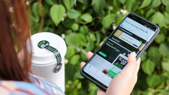 Ngoài việc giúp khách hàng đặt hàng và thanh toán online dễ dàng, ứng dụng số của Starbucks còn cung cấp nền tảng để khách hàng gửi ý kiến phản hồi, đánh giá về sản phẩm, dịch vụ