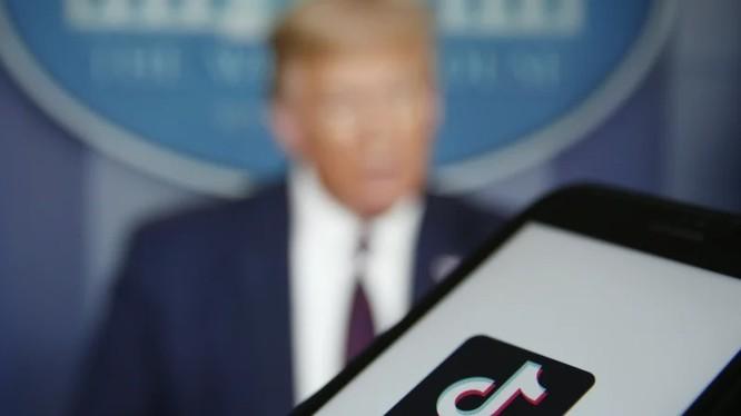 Tổng thống Trump nói TikTok có 45 ngày để quyết định tương lai của mình tại Mỹ (ảnh: Bloomberg)