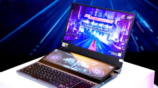 Chiếc ROG Zephyrus Duo 15. Asus được coi là một hãng sản xuất laptop thường xuyên tung ra thị trường các mẫu laptop có thiết kế độc đáo.