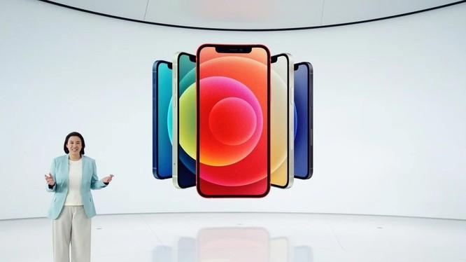 Bà Kaiann Drance, Phó Chủ tịch tiếp thị sản phẩm iPhone của Apple, tiết lộ iPhone 12 hoàn toàn mới trong một sự kiện đặc biệt tại Apple Park ở Cupertino, California vào ngày 13 tháng 10 (ảnh: Handout)