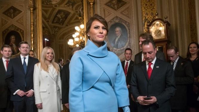 Melania Trump tại Điện Capitol ở Washington vào ngày Tổng thống Trump nhậm chức năm 2017 (ảnh: AP)
