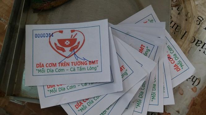 Hàng tháng, hơn chục ngàn tấm phiếu ăn này được trao đến người nhà bệnh nhân tại 14 bệnh viện ở Đăk Lăk (ảnh: NVCC)