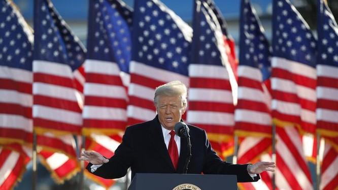 ông Donald Trump phát biểu lần cuối trên cương vị Tổng thống trước khi rời Nhà Trắng ngày 20/1 (ảnh: AP)