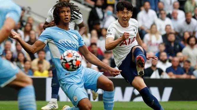 Cú cứalòng của Son Heung-min ghi bàn vào lưới Manchester City (ảnh: AFP)
