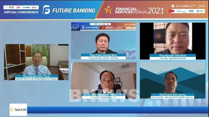 Các đại biểu tham dự phiên thảo luận online tại Diễn đàn Dịch vụ Tài chính và Dịch vụ Ngân hàng 2021