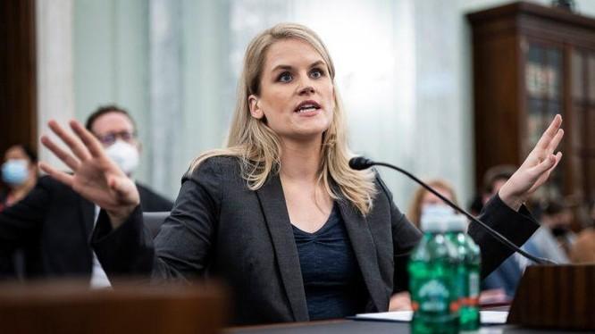 Cô Frances Haugen tại phiên làm chứng trước Thượng viện (ảnh New York Post)