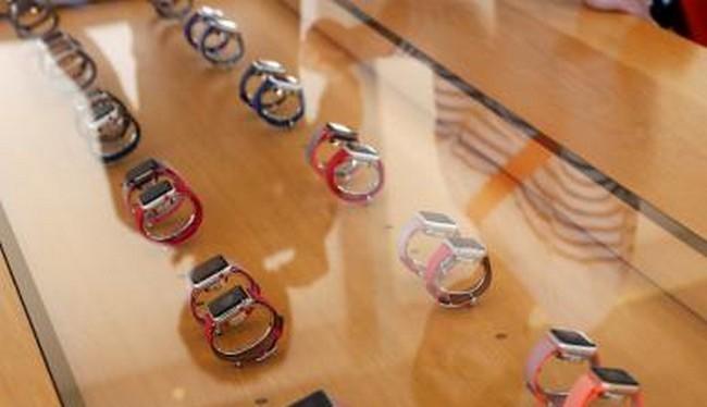 Apple Watch Series 3 có thể là nguyên nhân làm giảm doanh số các sản phẩm Apple Watch trước (Ảnh Reuters)