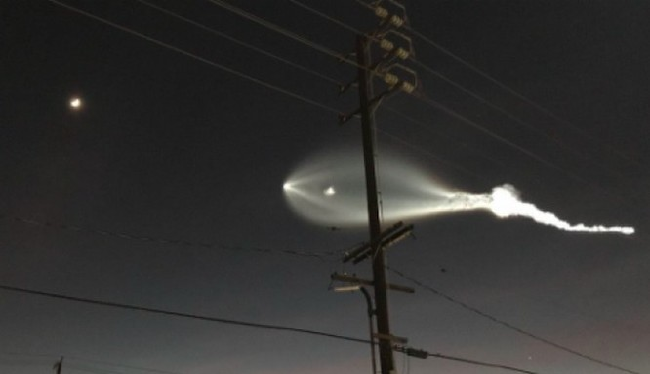 Hình ảnh nhiều người dân lầm tưởng người ngoài hành tinh xuất hiện trên bầu trời California, Mỹ (Ảnh Twitter)