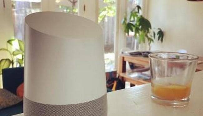 Loa Google Home (Ảnh Reuters)