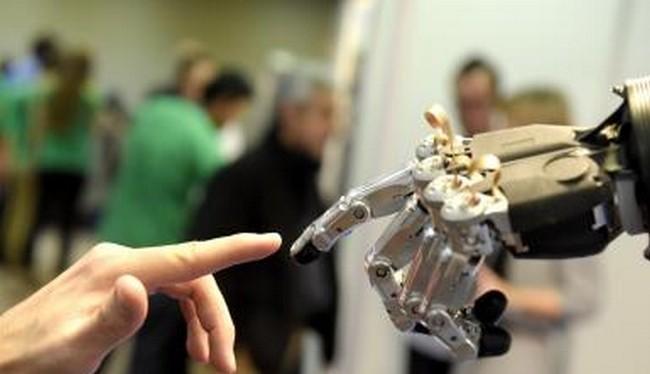 Erica, một robot Nhật Bản 23 tuổi, đang chuẩn bị mọi mặt để chuẩn bị bắt đầu vai trò mới của mình với tư cách một phát thanh viên vào tháng 4/2018 (ảnh Reuters)