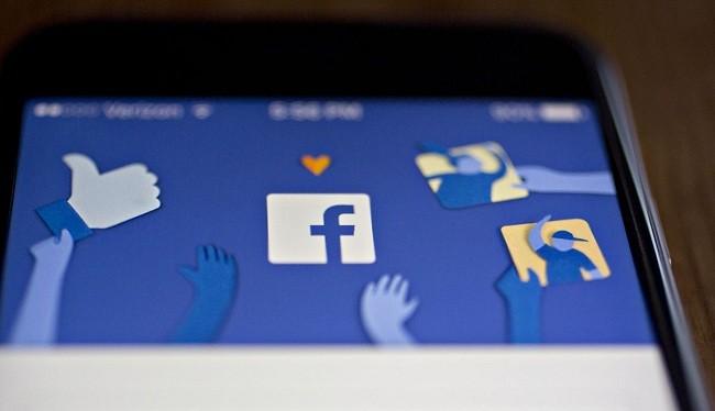 Facebook sẽ sử dụng AI để phát hiện và loại bỏ các thông tin sai sự thật trên ứng dụng của mình (Ảnh Reuters)