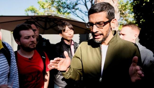 Ông Sundar Pichai, CEO của Google trả lời các phóng viên tại Google I/O 2018 (Ảnh Business Insider)