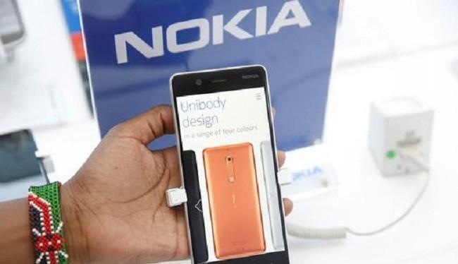 Mẫu Nokia 9 được cho là sẽ tích hợp công nghệ quét vân tay nhúng dưới màn hình như trên mẫu Vivo X21 UD (ảnh Reuters)
