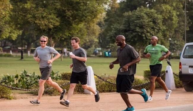 Mark Zuckerberg chạy bộ ở Delhi, Ấn Độ (Ảnh Facebook)