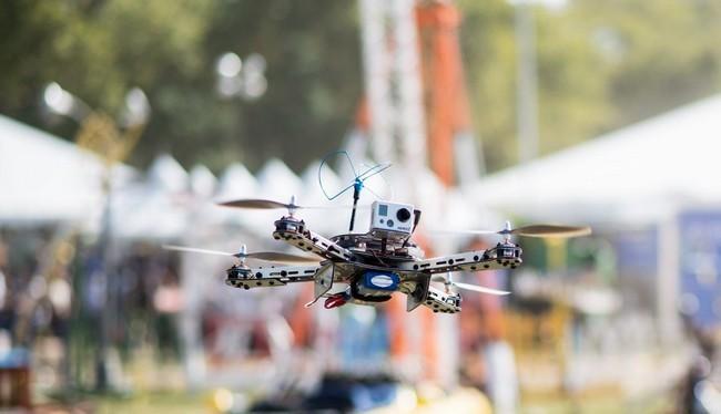 Các thiết bị Drone đang được sử dụng và phát triển ngày càng nhiều để phục vụ cho các cuộc tấn công khủng bố (Ảnh Twitter)