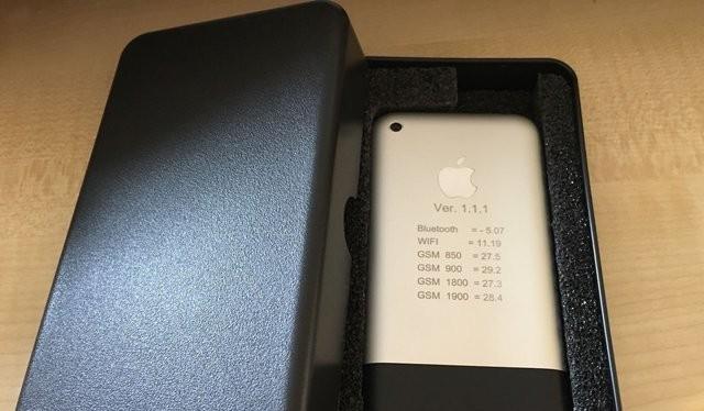 Nguyên mẫu iPhone cực hiếm này đang được rao bán trên eBay (Ảnh eBay)