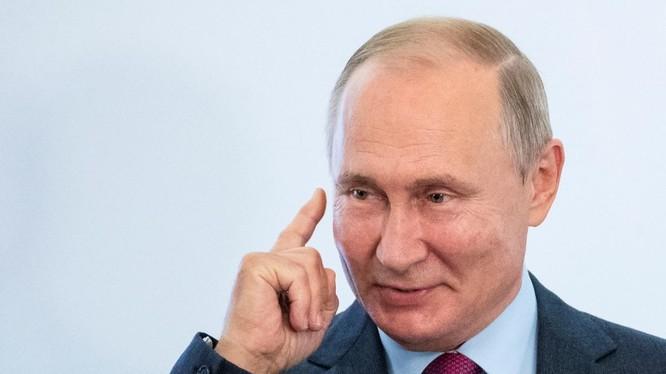Tổng thống Nga Vladimir Putin phát biểu tại một hội nghị ở Moscow, Nga (Ảnh: Reuters)