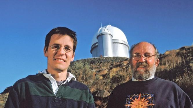 Chân dung hai nhà thiên văn đoạt giải Nobel Vật lý 2019