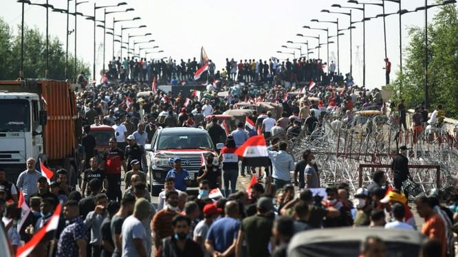 Các cuộc biểu tình phản đối chính phủ ở Iraq gây thiệt hại lớn về người (Ảnh: AFP)