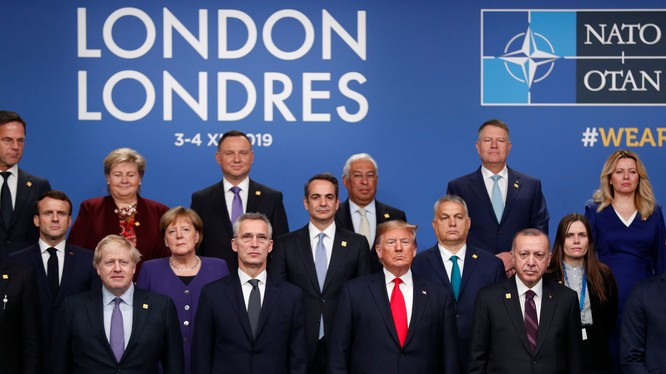 Các nhà lãnh đạo chụp hình kỷ niệm tại Watford, London ngày 4/12 (Ảnh: AFP)