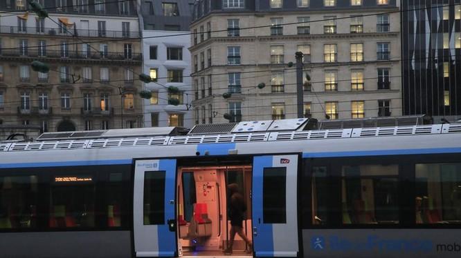 Cuộc đình công đã làm ảnh hưởng nghiêm trọng tới hệ thống giao thông ở Paris (Ảnh: AP)