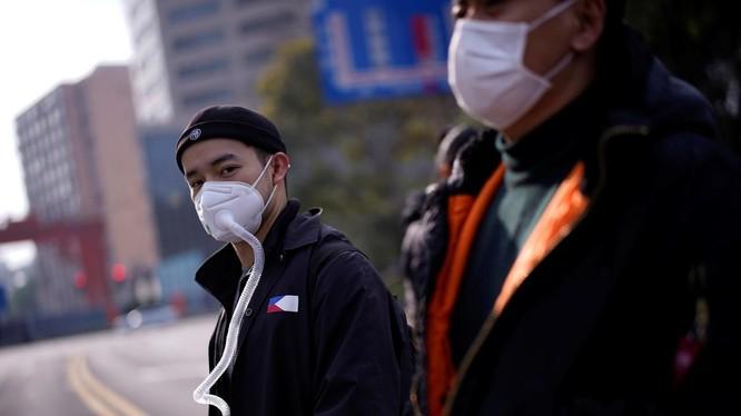 Số ca mắc mới COVID-19 ở Trung Quốc đang giảm, nhiều thành phố hạ mức phản ứng khẩn cấp (Ảnh: Reuters)