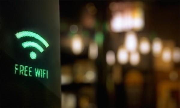 Nhiều người dùng cùng một lúc khiến tốc độ wifi chậm.