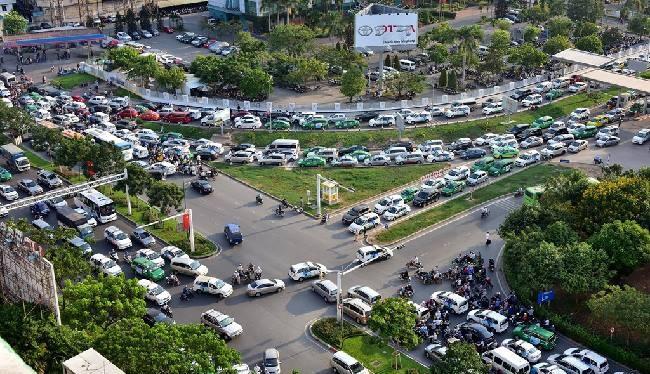 Sở GTVT TP. Hồ Chí Minh đã có kế hoạch giải quyết vấn đề ùn tắc ở khu vực sân bay Tân Sơn Nhất - (Ảnh minh họa).