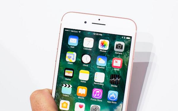 iPhone loại bỏ jack tai nghe 3,5 mm.