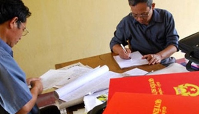 TP. HCM sẽ xem xét việc cấp sổ đỏ cho giấy tay mua bán đất.