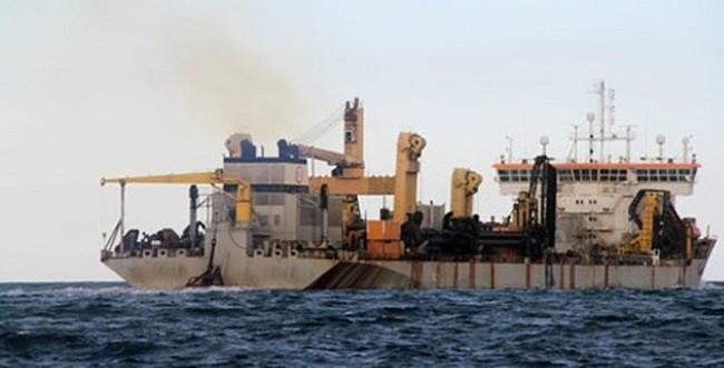 Tàu đổ thải trên biển Quỳnh Phương - (Ảnh minh họa)
