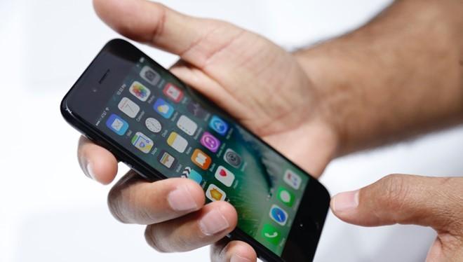 Phím Home iPhone 7 là một thứ khó chịu. Ảnh: Cnet.