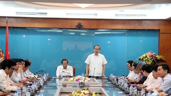 Chủ tịch Ủy ban Trung ương Mặt trận Tổ quốc Việt Nam Nguyễn Thiện Nhân phát biểu tại buổi làm việc.