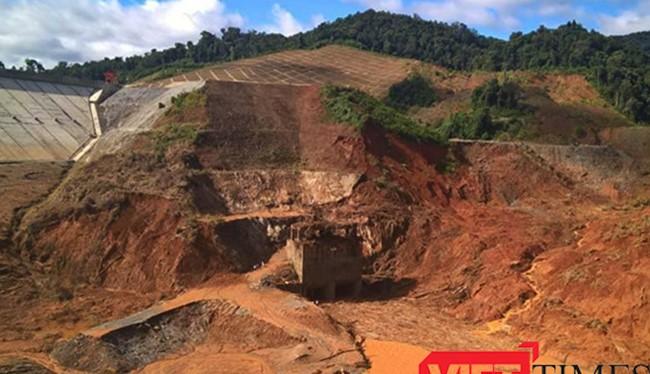 Đập thủy điện sông Bung 2 bị vỡ do ảnh hưởng mưa bão! - (Ảnh: Hồ Xuân Mai)