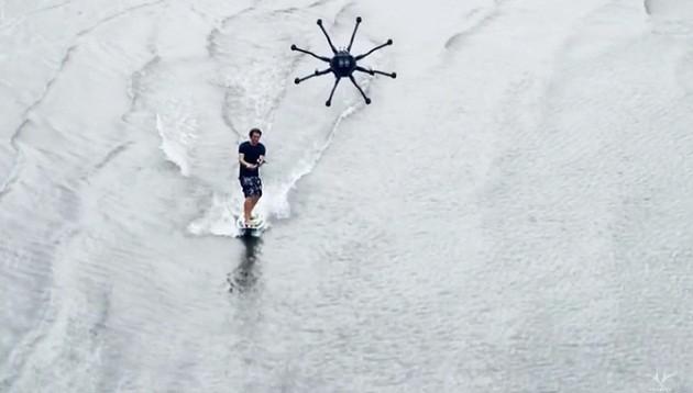 Lướt sóng bằng drone.