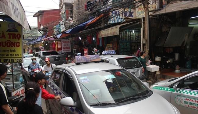 Khoảng 3.000 xe taxi ngoại tỉnh hoạt động trên địa bàn Hà Nội - (Ảnh minh họa)
