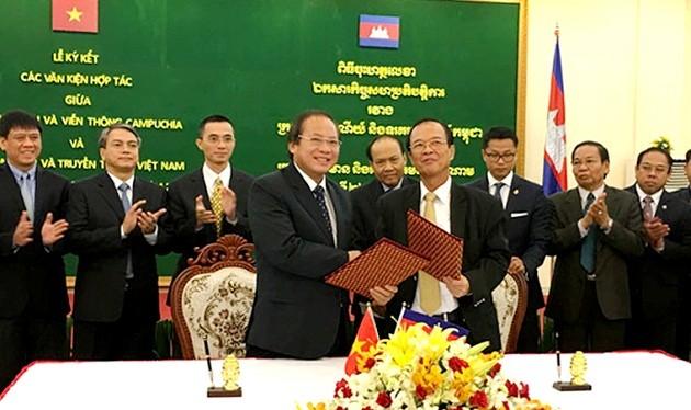 Hai Bộ trưởng ký kết Biên bản hợp tác giữa 2 Bộ nhằm cụ thể hóa và hiện thực hóa các nội dung hợp tác đã thống nhất- (Ảnh VNN).