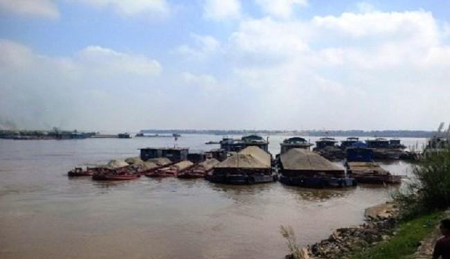 Cảng sẽ đặt tại bờ tả sông Hồng, huyện Đông Anh, cách cầu Nhật Tân 300m về phía thượng lưu - (Nguồn Internet)